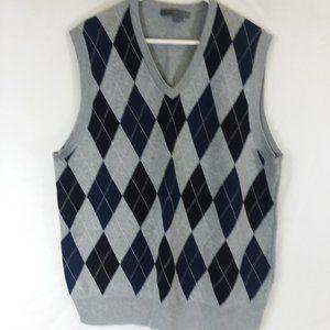 Men's V-neck sleeveless argyle sweater